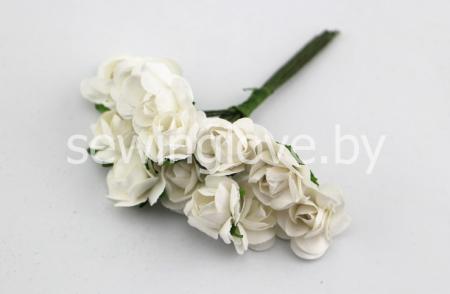 Розы бумажные белые